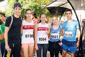 30052017 CORREDORES.  Abel Puentes, Jessica Flores, Angélica Loera, Azucena Flores y Juan Flores.