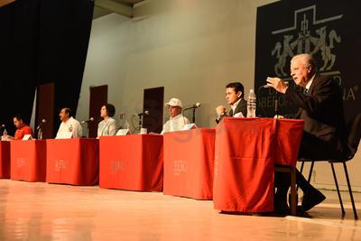 El diálogo, fue moderado por la licenciada Marcela Pámanes y culminó después de la una de la tarde.