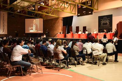 """En el marco del Diálogo Universitario 2017 que organizó esta mañana la Universidad Iberoamericana de Torreón, candidatos a la alcaldía se enfrascaron en una discusión por supuestos """"plagios""""."""
