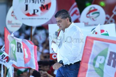 """Riquelme expresó que el candidato del PAN sufrirá las consecuencias de haber alborotado a las líderes priistas y con sus declaraciones les dio una salpicada a las mujeres de Coahuila. """"Se va a arrepentir""""."""