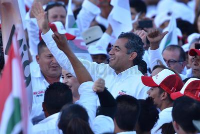 El líder nacional del PRI acompañó al candidato a gobernador.