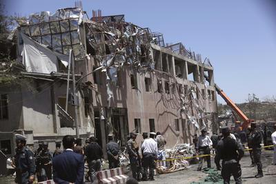 El portavoz de la misión de la OTAN en Kabul, el capitán William k. Salvin, escribió en Twitter que el atentado fue perpetrado en las cercanías de la Embajada de Alemania y se está revisando la situación del personal de la Alianza.