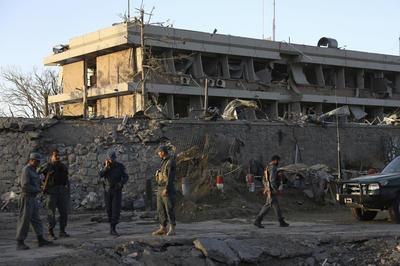 El pasado domingo los talibanes cometieron un atentado con coche bomba en una parada de autobús en Khost (sureste) causando 13 muertos y 8 heridos, en su mayoría militares, en el primer día del ramadán.