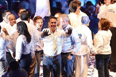 El candidato del PAN al gobierno de Coahuila finalizó el evento con la promesa de ganar la elección del próximo domingo, victoria que tendrá como primera consecuencia 'encarcelar a los corruptos y devolver la dignidad al estado'.
