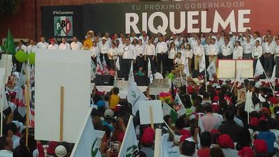 Los candidatos a la alcaldía y Riquelme hicieron un acto de juramento para cumplir con sus compromisos.