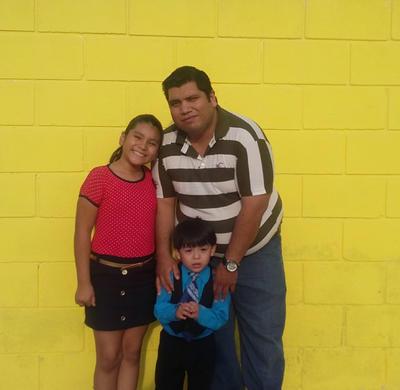 01062017 Julián con sus hijos, Mariangel y Diego.