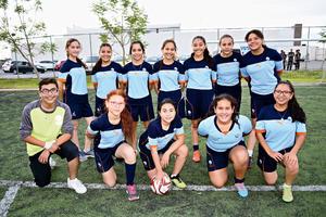 01062017 POSAN PARA LA FOTO.  Equipo de futbol femenil Mano Amiga.