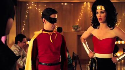 Catalogada como una de las peores películas de la historia, Movie 43 también acogió a la princesa Diana, junto a celebridades como Hugh Jackman o Kate Winslett. El filme derivó en Batman y Robin, interpretados por Jason Sudeikis y Justin Long, haciendo incómodos chistes sobre los genitales de Wonder Woman y Supergirl.