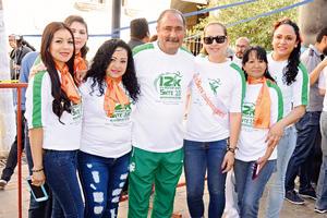 03062017 Denisse, Carolina, Dolores, Perla, Maritza y Rosa María con Jorge Fernando.