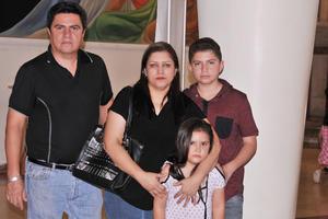 03062017 Héctor, Elizabeth, Héctor y Ashlee.