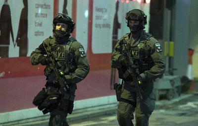 """La confirmación de la Policía se conoció después de que la primera ministra británica, Theresa May, calificase de """"terribles"""" estos actos y adelantara que podía tratarse de terrorismo."""