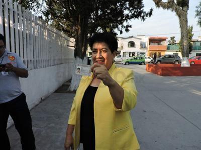 Mary Telma, candidata a la gubernatura acudió a votar y denunció irregularidades.