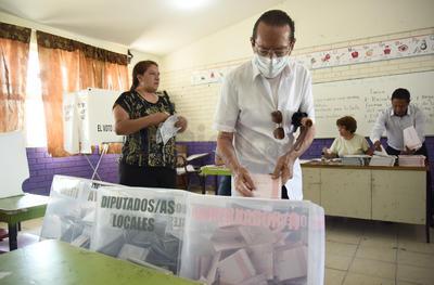 Coahuilenses salen hoy a las urnas a elegir gobernador, alcaldes y diputados locales.