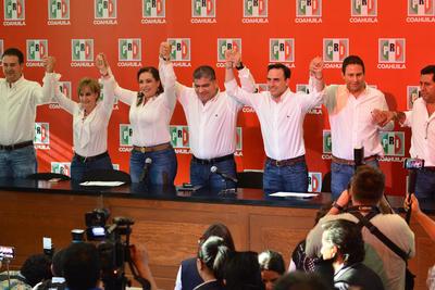 Mientras que Riquelme aseguró en la sede del Comité Directivo Estatal del PRI en Saltillo que las encuestas que poseía le daban una ventaja de al menos 8 puntos porcentuales.