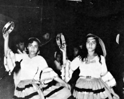 04062017 Graciela y Madalena Gracia Rodríguez, hace 7 décadas, en el festejo de Covadonga.