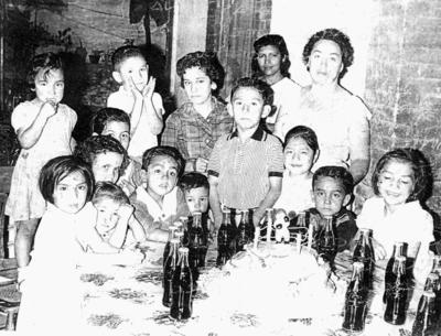 04062017 Rubén, Elvira, Amparo, Sabina, Ana Lilia, Carlos, Melda, Sabrina, Yeri, Hortencia, Chacho, Moni, Quique, Maruca y Lulú, el 2 de junio de 1960.