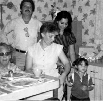 04062017 Amparo, Alejandro, José Gilberto, Patricia, Sarita y Alejandra en 1985.