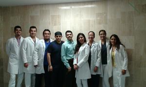 04062017 ANESTESIóLOGOS.  El Dr. Mario Sosa en reunión con la nueva generación de futuros anestesiólogos del IMSS en Torreón.