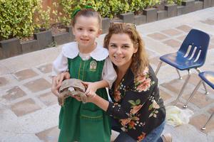 04062017 Valeria con su mamá.