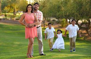 04062017 EN FAMILIA.  Primera Comunión de los niños, Luis Carlos y Mauricio, y presentación de 3 años de Carla Andrea, con sus papás, Carlos y Marcela.