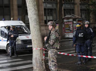 La Fiscalía de París investiga posible terrorismo en la agresión.