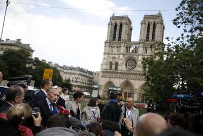 En la catedral permanecían los turistas.