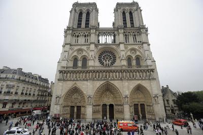 Esta ocasión el incidente ocurrió en la explanada de la catedral de Notre Dame.