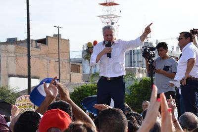 Por último, dijo que se unía a la indignación de la gente ya que nos quieren robar en Coahuila la elección, peor no nos vamos a dejar y luchar.
