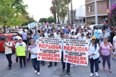 Durante la marcha, los manifestantes gritaron diversas consignas.