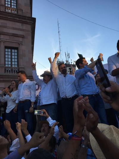 Fue en punto de las 18:00 horas que el candidato Guillermo Anaya del PAN, Armando Guadiana de Morena, José Ángel Pérez del PT y los independientes Javier Guerrero y Luis Horacio Salinas encabezaron la marcha.