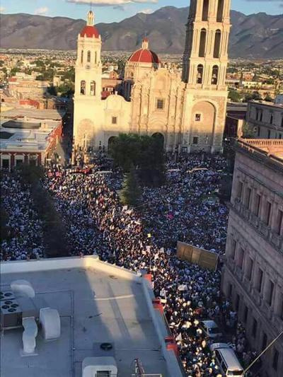 La marcha fue simultanea al festejo del PRI.