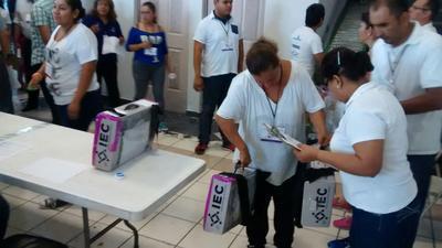 Se inició con la apertura de los paquetes electorales a la elección de Ayuntamiento.