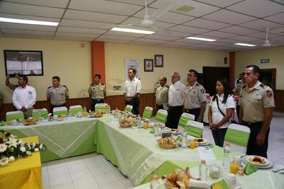 """En el encuentro entre autoridades del Ejército y parte del equipo informativo de El Siglo de Durango,  el Cuartel Militar """"Francisco Villa"""" ofreció un desayuno a los comunicadores."""