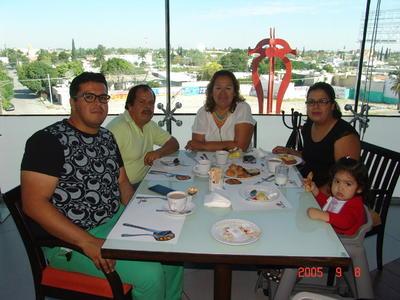 08062017 Luis Fernando, Fernando, Susy, María Fernanda y Camila.