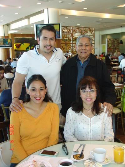08062017 Pablo, Liz, Fernando y Carolina.