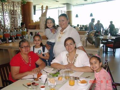 08062017 Laura con Mayra, Laura, Deseret, Abigaíl y Saríah.