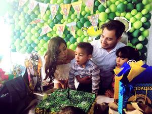 08062017 CUMPLE 4 AñOS.  Daniel Nájera con sus papás, Christian Najera y Lizandra Solís, en su fiesta de cumpleaños.