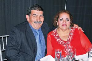 08062017 EN PAREJA.  Raúl y Beatriz.