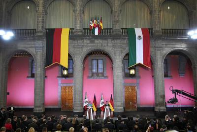 La canciller alemana, Angela Merkel, cierra el sábado su breve gira latinoamericana, al terminar su visita oficial a México, tras una primera etapa en Argentina.