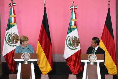 En una conferencia de prensa conjunta con el presidente Enrique Peña Nieto en Palacio Nacional, Merkel celebró los esfuerzos de México para garantizar la protección de los periodistas y prometió ayudar en esta materia.
