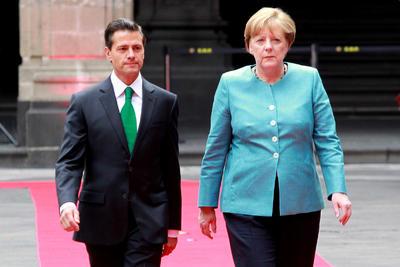 La visita a México de la canciller de Alemania, Angela Merkel, ocurre en un momento crucial para el mundo, en el que es sumamente importante el cuidado del medio ambiente y el respeto a los derechos humanos, aseveró el presidente Enrique Peña Nieto.