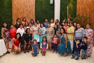 10062017 Amigas y familiares acompañaron a Fabiola en este evento.
