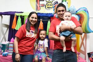 10062017 CUMPLE SEIS AñOS.  Natalia con sus papás, Daniela Rivas y Ángel Torres, y Tadeo.