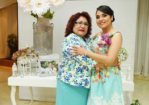 10062017 Martha Córdova García acompañando a su hija en su despedida de soltera