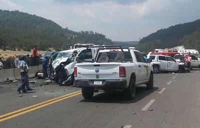 Voceros de la Fiscalía General del Estado de Durango, informaron que el percance se registró a las 16:50 horas a la altura del kilómetro 108+600 de dicha vía.