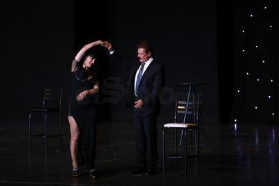 Después de una cómica cátedra de hora y media, Maribel y Sergio 'graduaron' a los asistentes y les otorgaron su 'licencia para parejas'.