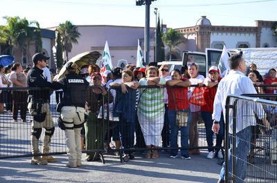 Elementos de Fuerza Coahuila vigilaron las afueras del IEC.