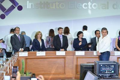 El IEC entregó esta mañana la constancia de mayoría a Miguel Riquelme.