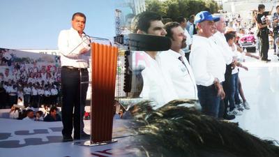 Riquelme celebró con su partido el triunfo en la ciudad de Saltillo, Anaya protestó acompañado de otros excandidatos a la gubernatura en las calles de Torreón.