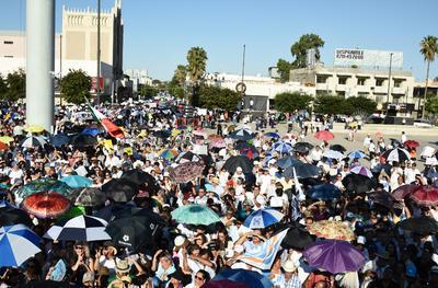 El director de Protección Civil informó que la concentración reunió a 2 mil 500 personas, cifra muy por debajo a la manejada por organizadores de la marcha, cuyos cálculos fueron de 20 mil personas.
